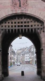שפאלן-טור, אחד משני השערים שנותרו מחומת העיר העתיקה. בשלט ישן היה כתוב כאן שכניסת יהודים מוגבלת לשעות היום