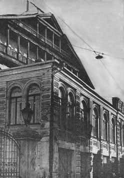 לגטו הוברחו אלפי ספרים. לוחמי גטו וילנה ובניין הספרייה צילום: ויקיפדיה