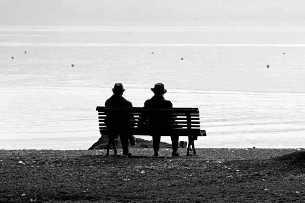 לבו של הקורא יוצא אל הזקן המחפש את הספסל שעליו ישב עם ידידו צילום: Thinkstock