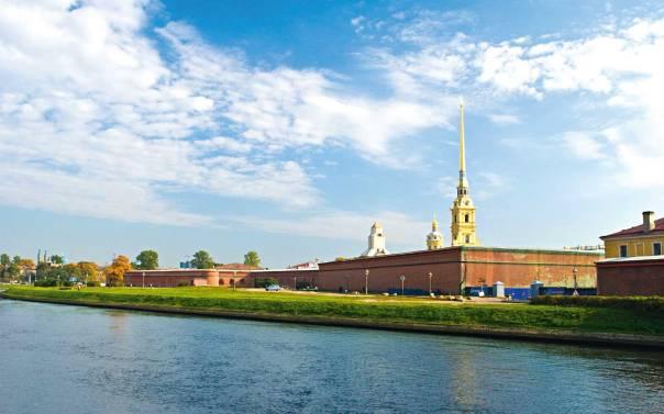 """יצא לחופשי ביארצייט של רבו האהוב, המגיד ממזריטש. מבצר פטרבורג, בו נכלא  רש""""ז מלאדי, היוםצילום: ג'ורג' שוקלין, ויקיפדיה"""