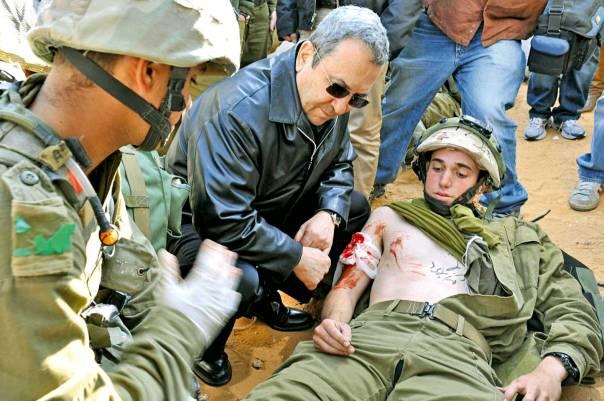 """רבים מהמעורבים בפרשה התגוררו בסמיכות לרמטכ""""ל דאז. שר הביטחון אהוד ברק בתרגיל בבסיס צאלים צילום: פלאש 90"""