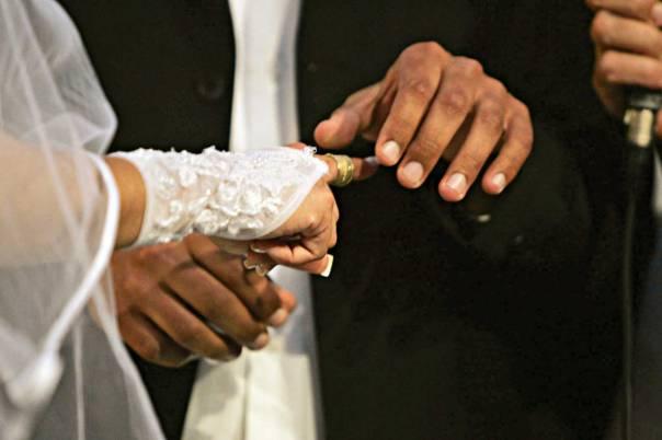 מעיקר הדין מותר לכלה לתת טבעת לאחר סיום החופה, מדוע לא לאפשר זאת? צילום: מרים צחי
