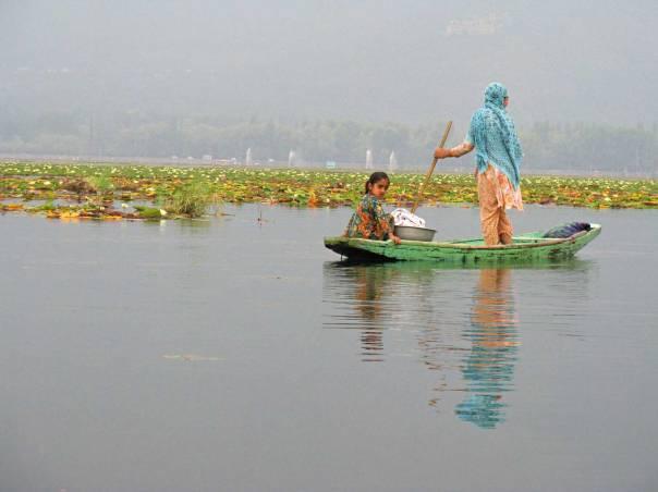 המבט הרוחני לא יכול להתעלם מהמצוקות החברתיות והכלכליות. סרינגאר, קשמיר, 2011 צילום: רחלי ריף