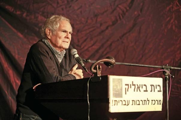 שינוי של ממש בעברית. שמעון זנדבנק בערב לכבוד צלאן בבית ביאליק צילום: נטע אלונים