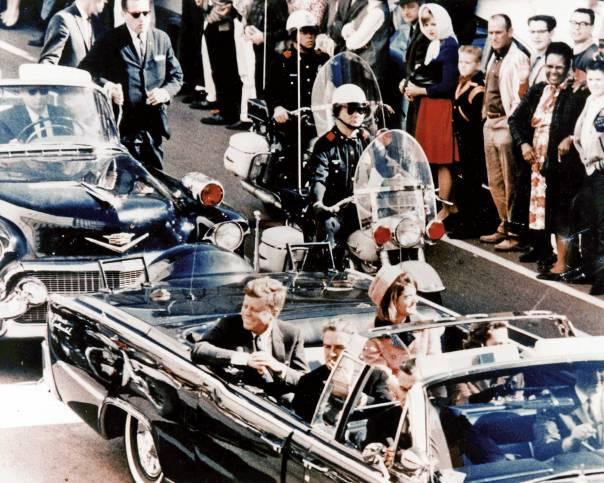 הזדמנות חד פעמית לשנות את מהלך ההיסטוריה. הנשיא קנדי ורעייתו לפני ההתנקשות צילום: וולט סיסקו, 'חדשות הבוקר בדאלאס'