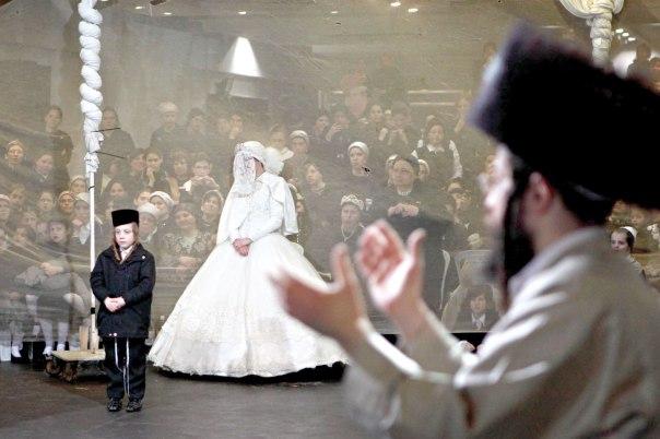 הניסיון לחשוף את הצפון יאבד את המהות. חתונה חסידית. צילום: פלאש 90