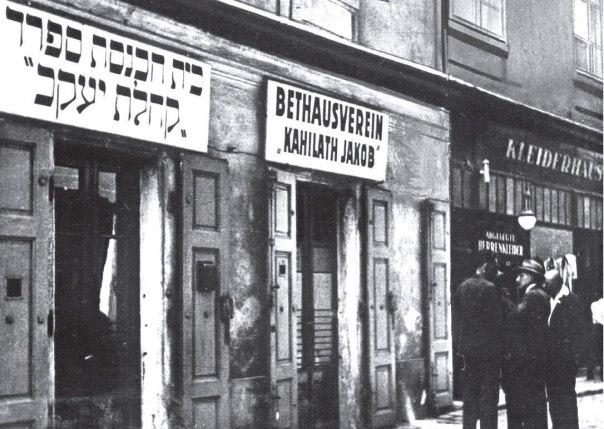 בית הכנסת 'קהילת יעקב' בוינה, 1938. מתוך הספר