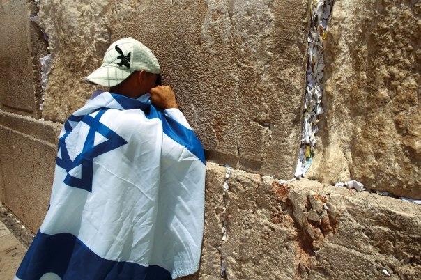 ישראל הגיעה לעולם כדי להזכיר את קיומו של אלוהים. תפילה בכותל.צילום: פלאש 90