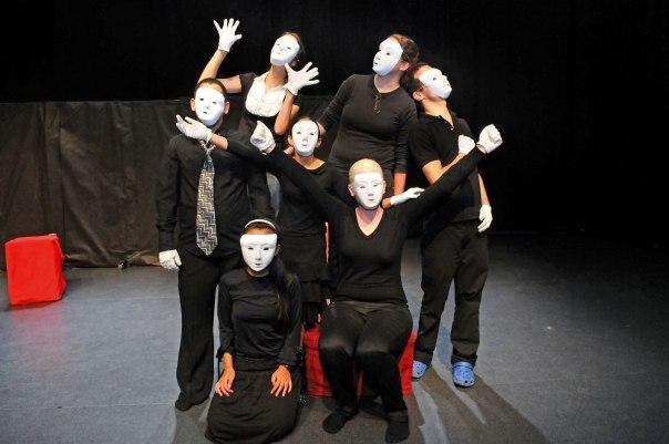 הדרך להשלמה ולקבלה עצמית עברה דרך הבמה. שחקני ההצגה 'נקודת מבט'  צילומים: יעקב פארן