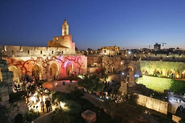 חידוש 'מלמטה' של מנהגי תפילה שונים או נשכחים. יום ירושלים, העיר העתיקה  צילום: מרים צחי