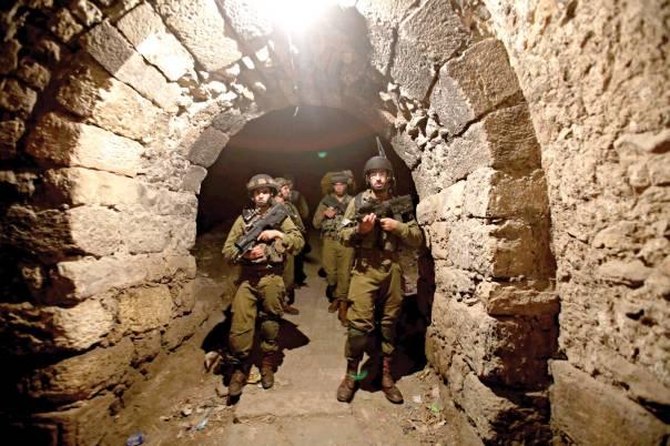 התעצמותה של ישראל כקושי פסיכולוגי למערב. חיילים בחברון  צילום: מרים צחי