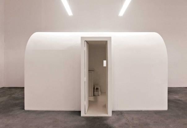 תא חיים המחייב צמצום רדיקלי. תא מס' 1 (פרוטוטייפ), פריז, 1992  באדיבות מוזיאון תל אביב