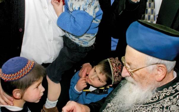 """""""צריך להחיות את נפשם של הילדים"""". הרב מרדכי אליהו  צילום: מרים צחי"""