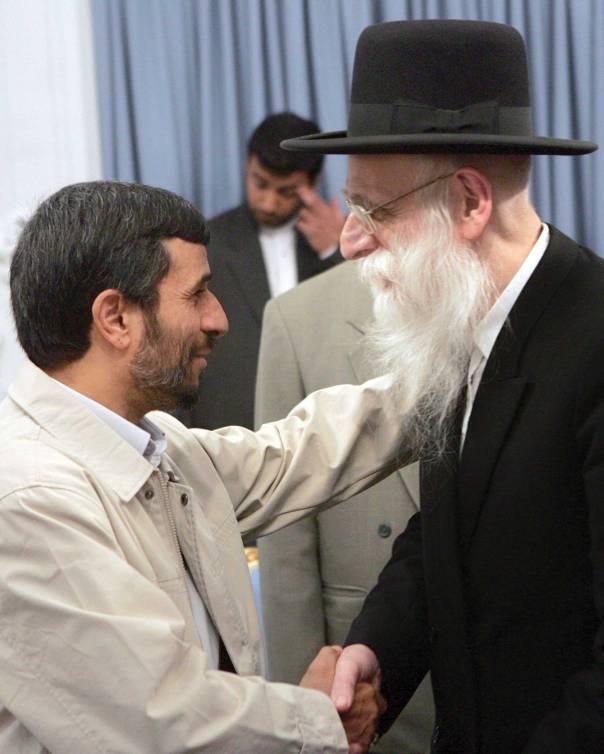 """האדמו""""ר התנגד. חסידי סאטמר נפגשים עם אחמיניג'אד, 2006, איראן. צילום:  AFP"""