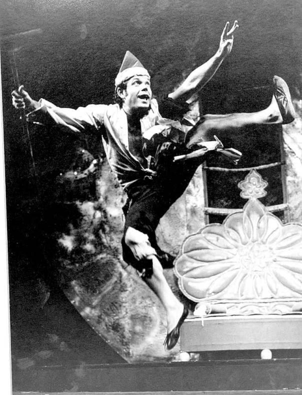"""ביצוע ובימוי מיתולוגיים. מתוך """"עוץ לי גוץ לי"""", 1966 צילום: אריק סולטן"""