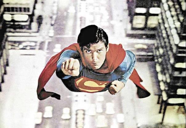 """כיום, אדם הוא לא אדם אם הוא לא """"על אדם"""". כריסטופר ריב כסופרמן"""