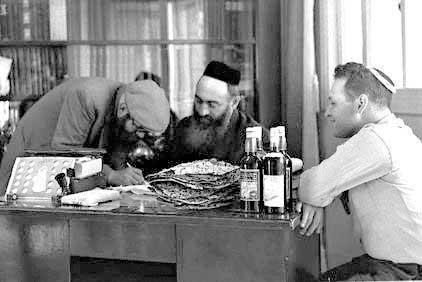 סירוב להיכנע לקיבעון ואטימות. במרכז: הרב יצחק ידידיה פרנקל, תל אביב, 1958