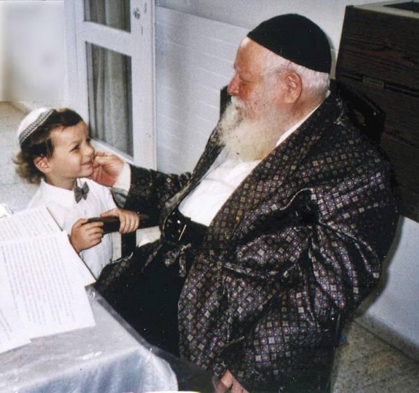 אהב לדבר עם אנשים באשר הם. הרב אברהם שפירא             מתוך ארכיון המשפחה