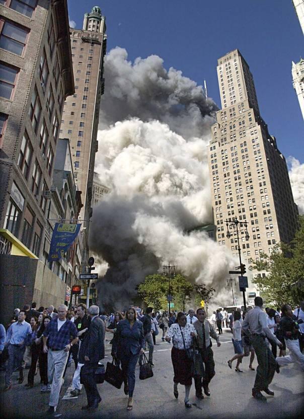 שיר ההלל לעיר הגדולה הוא גם שיר האשכבה שלה. אסון התאומים, 11 בספטמבר 2001           צילום: איי.פי