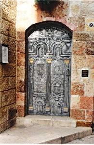 דלת הכניסה לישיבה. צילום: מיכאל יעקובסון