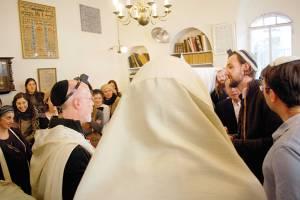 חוגגים ברית בקהילה                  צילום: אהרן רוטנברג