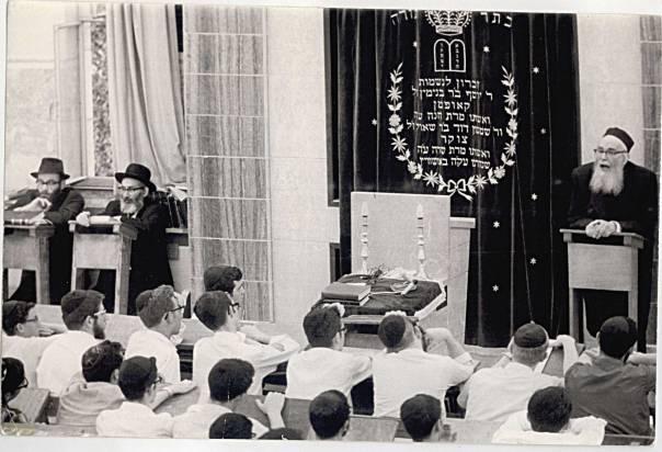 ירושלמי־חרדי ומעריץ מובהק של הרב קוק. הרב שלמה זלמן אוירבך בישיבת קול תורה, 1978