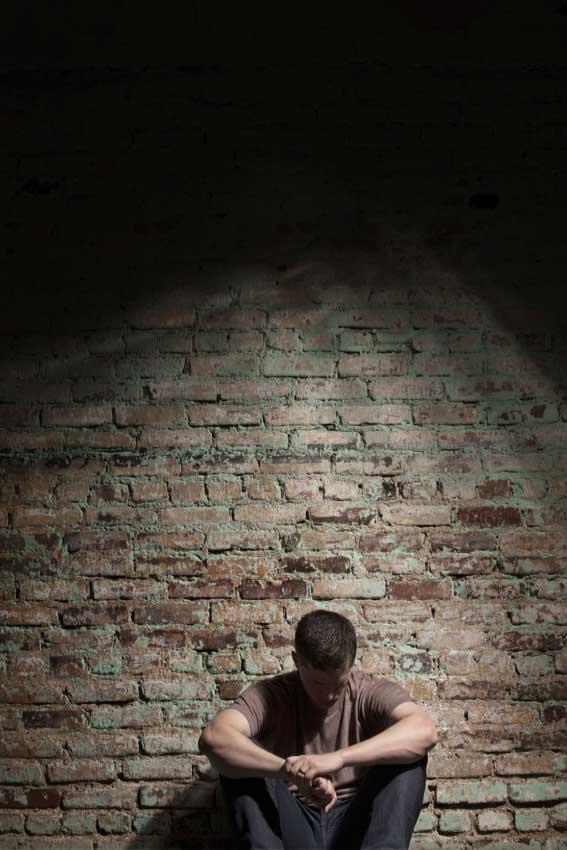 הספר מלא סודות, כאותן צלקות שהנער נושא על גופו           צילום: שאטרסטוק