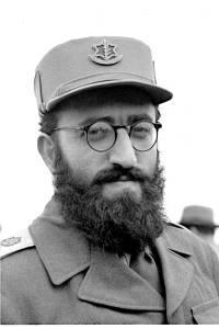 """התיר לקבור בקבר ישראל חייל גוי שמת על קידוש השם, הרב שלמה גורן. צילום: לע""""מ"""