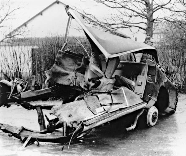 """""""יצירתי עוד לפניי"""", הכריז זמן קצר לפני מותו. הרכב בו נהרג קאמי, 1960  צילום: גטי אימג'ס"""