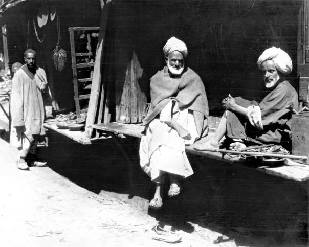 אוצר בלום לחוקרים המתעניינים בסחר הבין־לאומי בחברה היהודית. דוכני סוחרים בקשמיר, 1950  צילום: גטי אימג'ס