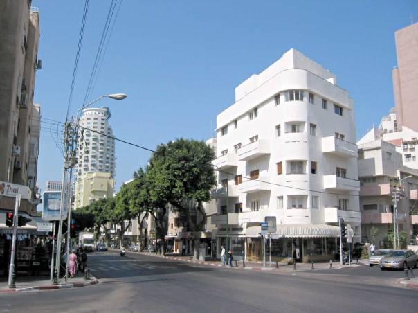 חיבה עמוקה לכל בית, לכל רחוב ולכל פינה בעיר. רחוב בן יהודה, תל אביב צילום: יואב שרמן
