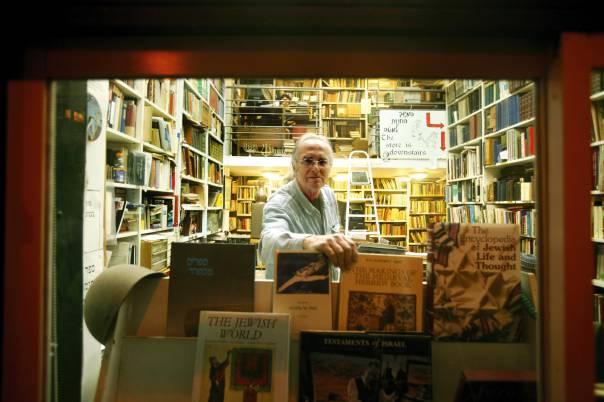 תפקידה של הספרות הוא להוות עדות חיה לכך שהכול קשור בהכול. הגלריה לספרות, ירושלים  צילום: מרים צחי