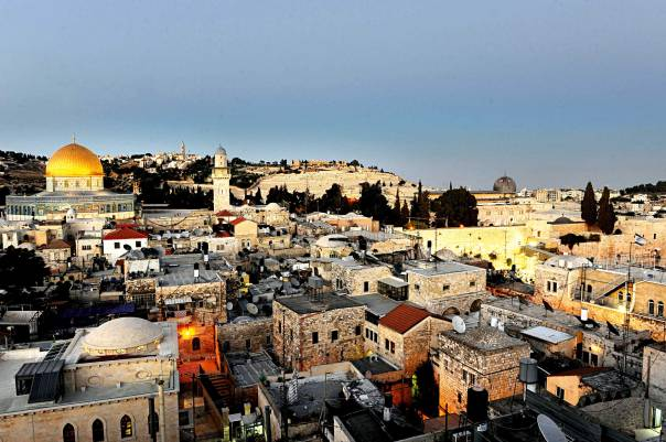 איננו חשים בא־לוהים – אך הר הבית בידינו. מבט מהעיר העתיקה אל הר הבית צילום: פלאש 90
