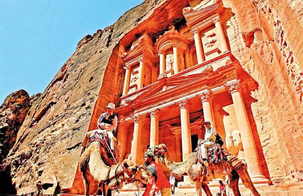 15 מסעות, רק שלושה חזרו מהם בחיים. הסלע האדום  צילום: AFP