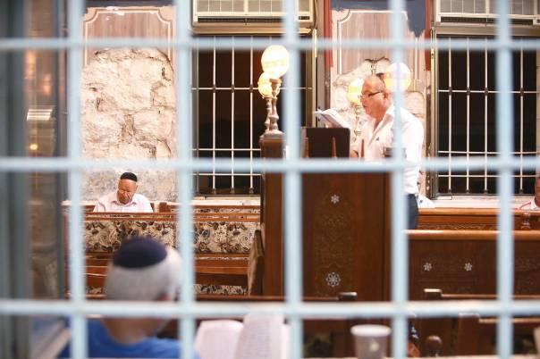 """רוב מוחלט של חיינו הדתיים היומיומיים """"נדחס"""" לבית הכנסת צילום: מרים צחי"""