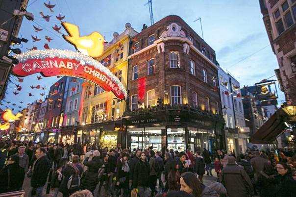 עד כמה אפשר להרחיק לכת כדי למנוע התבוללות? כריסמס בלונדון  צילום: גטי אימג'ס