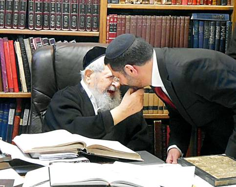 """עם הרב עובדיה יוסף, תשע""""ג  צילום: שלום אריאלי"""