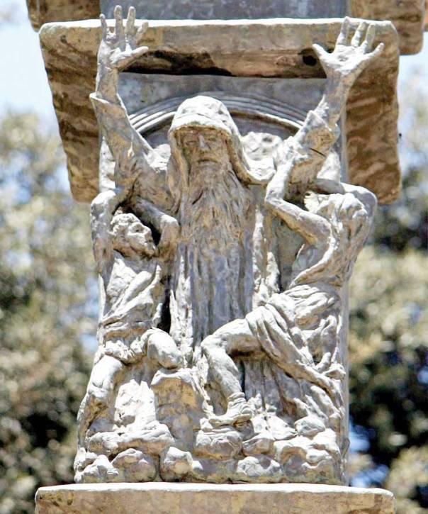 קשר ישיר בין ידי משה לניצחון. המלחמה בעמלק, בנו אלקן, פרט מתוך מנורת הכנסת  צילום: תמר הירדני