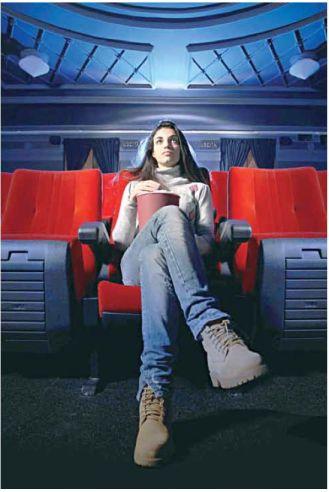 כשאני קורא ספר או רואה סרט, אני עובר חוויה, והיא מכוננת אותי כאדם  צילום: שאטרסטוק