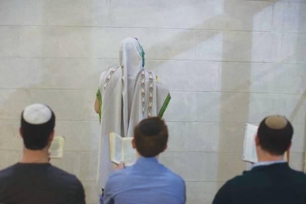 גוונים שונים של אור וחושך. מניין הומואים דתיים, ירושלים 2013 צילום: פלאש 90. למצולמים אין קשר לכתבה