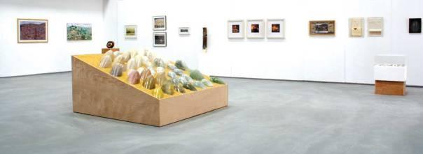 """חלל התערוכה """"אדם מה"""" של תלמידות השלוחה החרדית של """"בצלאל"""" בשיתוף מכללת """"אמָן"""""""