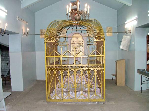 רבים יעבירו מדור לדור את עובדת היותם מצאצאיו. קבר ר' אלימלך מליז'נסק  צילום: עמנואל דיאן