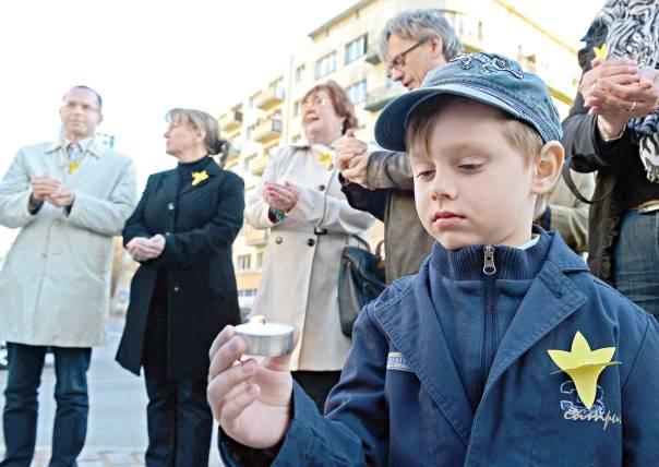 על אילו יסודות בונה פולין את זהותה? טקס לציון 70 שנה למרד גטו ורשה צילום: אי.אף.פי