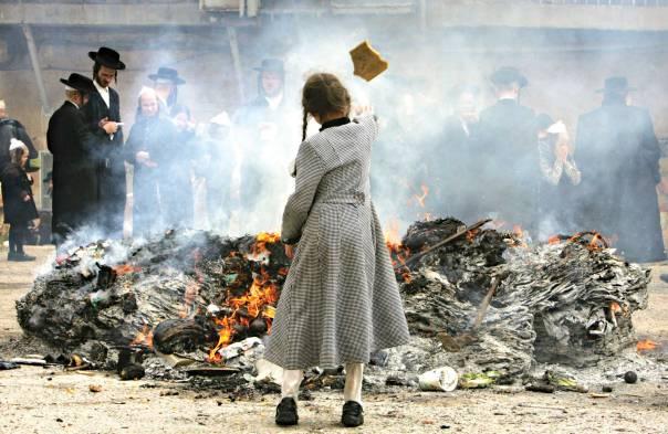 שבוע אחד של תיקון עולם התוהו. שריפת חמץ, ירושלים צילום: AP