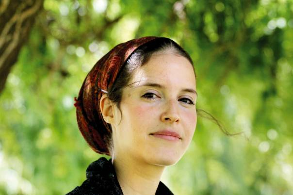 """אוריה מבורך: אני מרגישה שההלכה היא הסיכוי היחיד שלי לחרוג מעצמי לעבר משהו טרנסצנדנטי, שהוא """"לא אני"""". לכן בעיניי מחויבות הלכתית היא כלי דתי הכרחי. רק באמצעות אקט שנשען על מחויבות יש לי אולי סיכוי לעמוד באמת מול המוחלט"""
