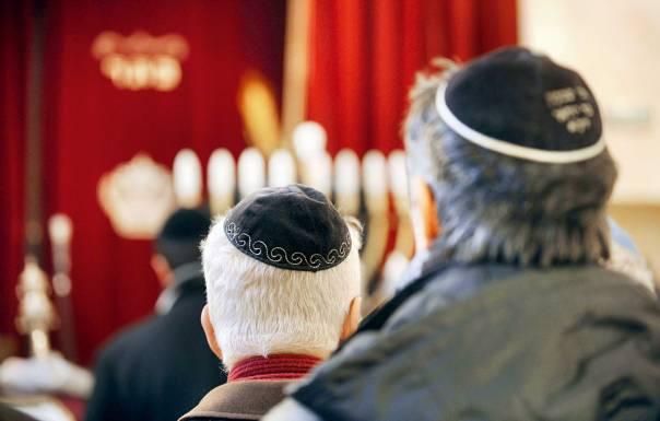 מקום הצלה לחברה היהודית. בית כנסת בצרפת  צילום: AFP