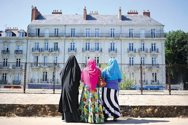 """""""אותם צעירים שנולדו למשפחות של שבעה ילדים מולידים רק ילד אחד או שניים"""". צרפת, 2014  צילום: AFP"""