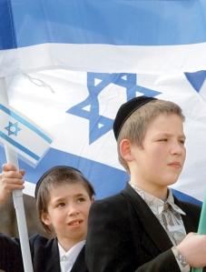 מעדיפים לחיות בארץ הדומה לפולין או לבלרוס? ילדים יהודים באוקראינה  צילום: EPA