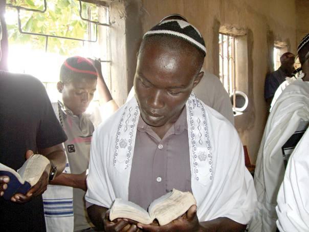 השאלה הרלוונטית היא לא כיצד נראה יהודי, אלא מיהו יהודי. שבט אבודיה באוגנדה