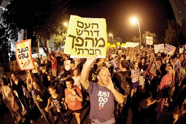 המחאה החברתית העתידית תהפוך לאלימה. הפגנת מחאה ב־2011  צילום: פלאש 90